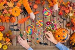 Sucrerie et potiron de des bonbons ou un sort de Halloween photographie stock
