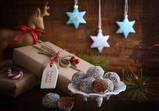 Sucrerie traditionnelle de boule de rhum de Noël Photographie stock