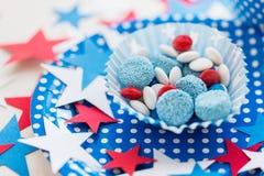 Sucreries avec la décoration d'étoile le Jour de la Déclaration d'Indépendance Photographie stock libre de droits