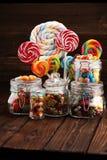 Sucreries avec la gelée et le sucre choix coloré de différents bonbons et festins à childs images stock