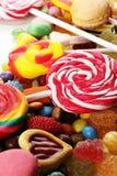 Sucreries avec la gelée et le sucre choix coloré de différents childs images libres de droits