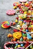 Sucreries avec la gelée et le sucre choix coloré de différents childs photographie stock