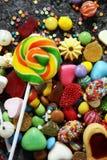 Sucreries avec la gelée et le sucre choix coloré de différents childs image libre de droits