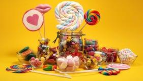 Sucreries avec la gel?e et le sucre choix color? de diff?rents bonbons et festins ? childs image libre de droits