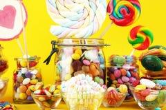 Sucreries avec la gel?e et le sucre choix color? de diff?rents bonbons et festins ? childs photo stock