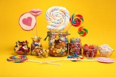 Sucreries avec la gel?e et le sucre choix color? de diff?rents bonbons et festins ? childs photographie stock