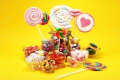 Sucreries avec la gel?e et le sucre choix color? de diff?rents bonbons et festins ? childs photos stock