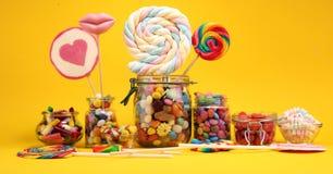 Sucreries avec la gel?e et le sucre choix color? de diff?rents bonbons et festins ? childs image stock