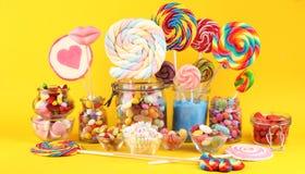Sucreries avec la gel?e et le sucre choix color? de diff?rents bonbons et festins ? childs photos libres de droits