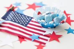Sucreries avec le drapeau américain le Jour de la Déclaration d'Indépendance Photographie stock libre de droits