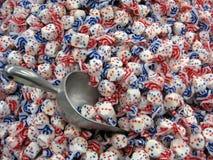 Sucreries blanches et bleues rouges de Taffy Photographie stock