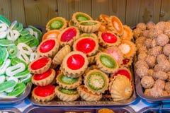 Sucreries colorées au marché Image stock