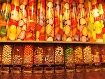 Sucreries colorées dans diverses formes offertes dans un magasin de bonbons Kristiansand, Norvège photo libre de droits