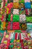 Sucreries colorées sur un marché Photos stock