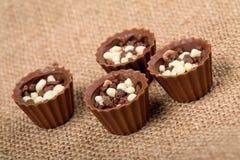 Sucreries de chocolat avec des miettes Image stock