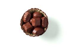 Sucreries de chocolat dans une cuvette Images stock