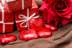 Sucreries de chocolats formées par amoureux Photographie stock libre de droits