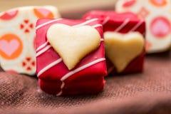 Sucreries de chocolats formées par amoureux Photographie stock