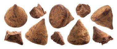 Sucreries de truffe de chocolat entières et ensemble mordu de morceaux photo libre de droits
