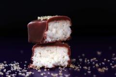 Sucreries dedans sur le bonbon bleu à dessert de tentation de fond de tour Images stock