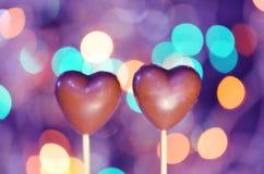 Sucreries en forme de coeur de chocolat sur des bâtons Photo libre de droits