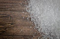Sucres blancs sur une table en bois Images stock