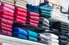 Sudaderas con capucha en la tienda Fotografía de archivo libre de regalías