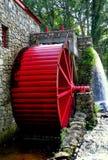 Sudbury, МАМЫ: Старое колесо воды мельницы шрота Стоковые Фотографии RF