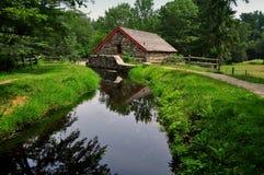 Sudbury, MA: Alte Steinmahlgut-Mühle Lizenzfreie Stockbilder