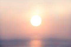 Suddig abstrakt afton för bakgrundssistljus med guld- rusningstid för solnedgång, pastellfärgad signal Arkivbild