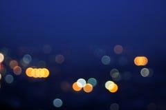 Suddig abstrakt bakgrund för bokehstadsljus Arkivfoton