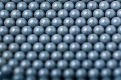 Suddig bakgrund av gråa airsoftbollar av 6mm Royaltyfri Fotografi