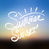 Suddig bakgrund för sommarsolnedgång Arkivfoton