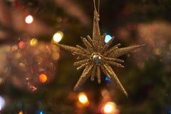 Suddig bakgrund, julgrangarnering Fotografering för Bildbyråer