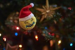 Suddig bakgrund, julgrangarnering Arkivbilder