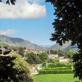 Suddig berglandskapbakgrund royaltyfri foto