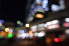 Suddig cityscape för defocus för stadsnattljus royaltyfri fotografi