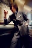 Suddig färgrik bakgrund av handen för affärsman som pekar fingret Arkivbild
