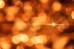 Suddig guld- bakgrund, abstrakt bakgrund av guld- ljus Royaltyfri Foto