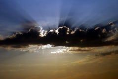 Suddig himmelsolnedgång arkivfoto