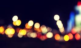 Suddig stads- abstrakt bakgrund, stad och trafikljus Royaltyfria Bilder