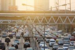 Suddig trafikstockning med solljus Arkivfoto