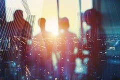 Suddiga affärsmän som arbetar tillsammans i regeringsställning Begrepp av teamwork och partnerskap Arkivfoton