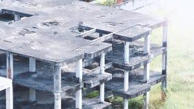 Suddiga bilder av övergiven gammal smutsig byggnad Arkivbild