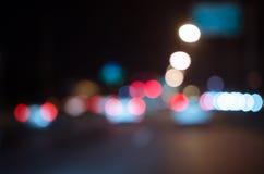 Suddiga Defocused ljus av trafik royaltyfri fotografi