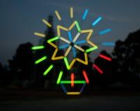 Suddiga ljusa bakgrunder i nattljusfestival Arkivfoto