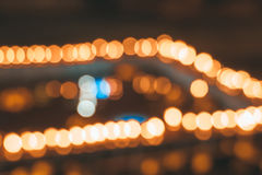 Suddiga stadsljus i natten Arkivbilder