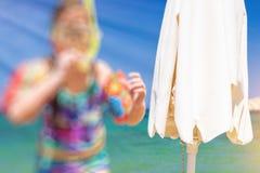 suddighet bakgrund Sol- paraply Royaltyfri Foto