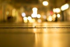 suddighet bakgrund Suddig natt en stadsgata Fotografering för Bildbyråer