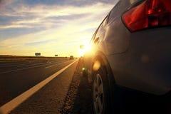 Suddighet för bilar för hösthuvudväglopp arkivbilder